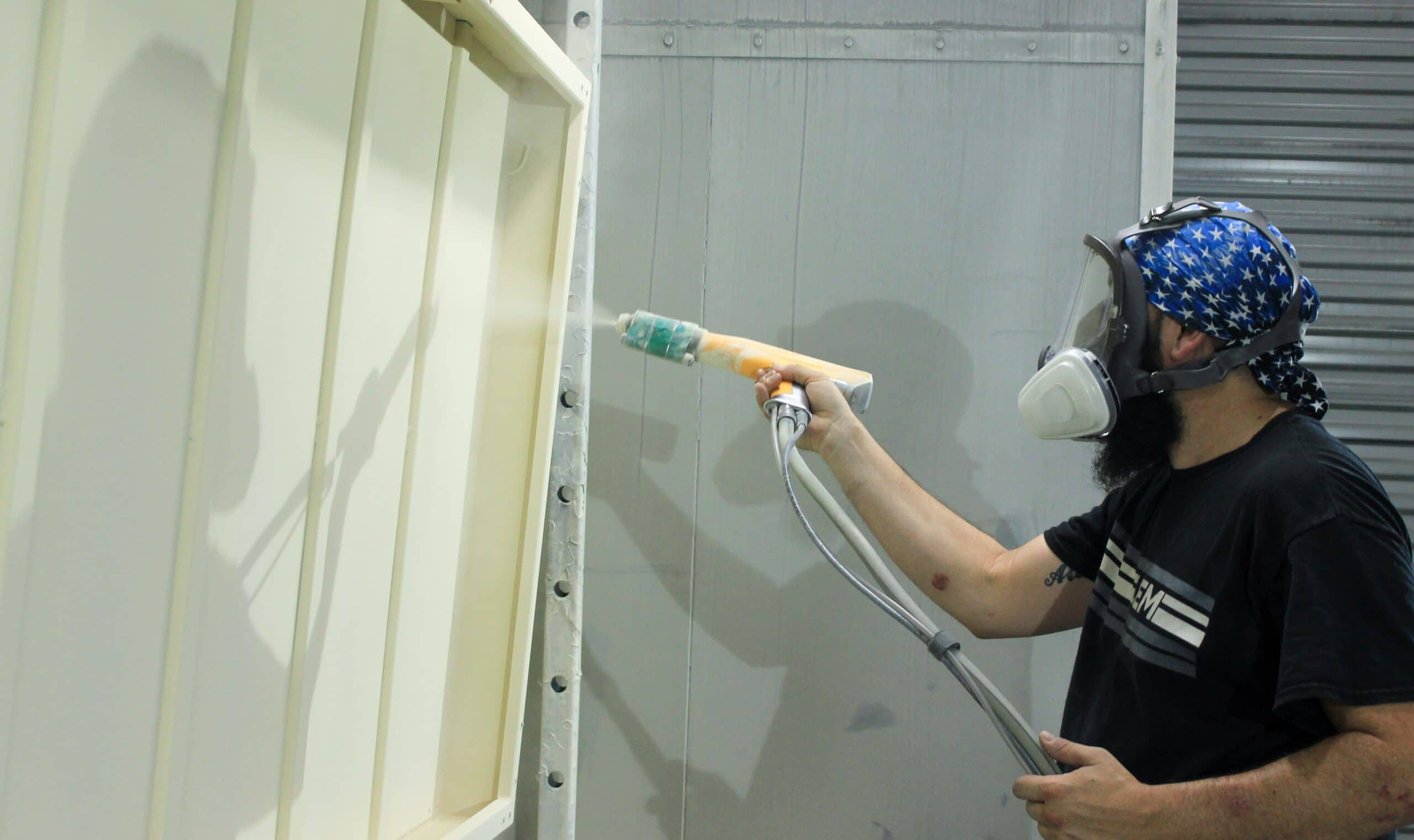 Professional powder coater painting metal bunk bed